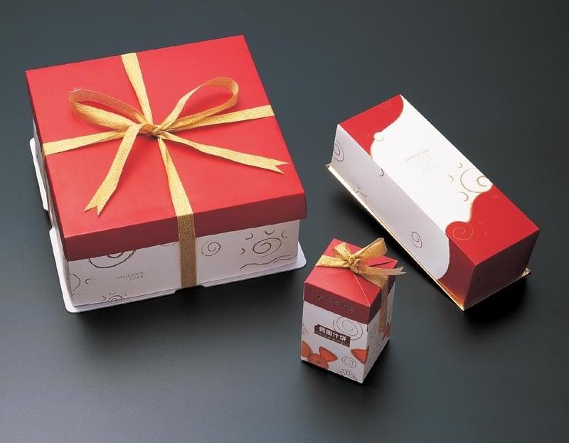 Sử dụng hộp đựng bánh kem cho sinh nhật